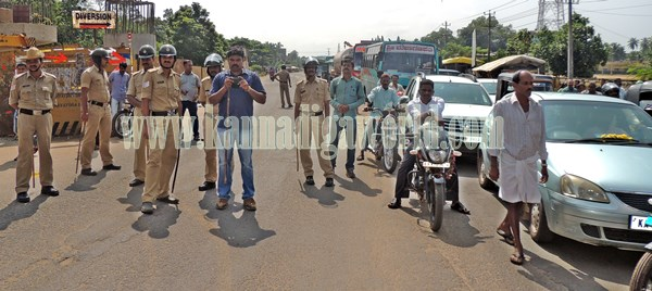 Kundapur BJP_Highway Bundh_Protest (14)