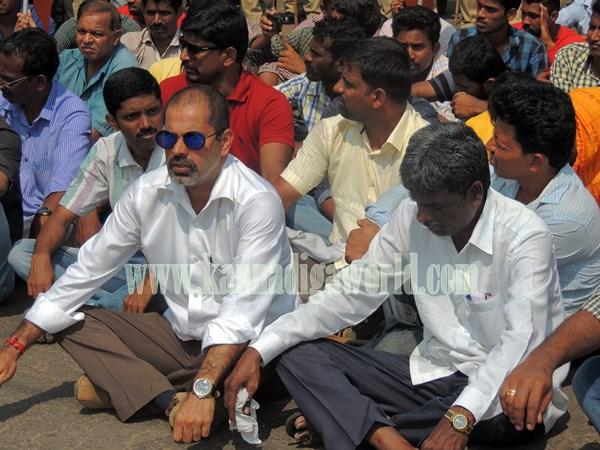 Kundapur BJP_Highway Bundh_Protest (16)