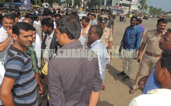 Kundapur BJP_Highway Bundh_Protest (4)