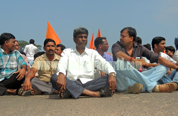 Kundapur BJP_Highway Bundh_Protest (7)