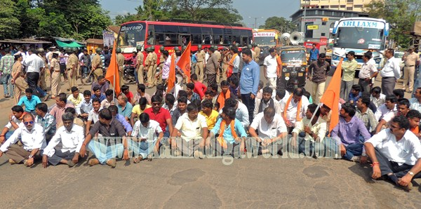Kundapura_Highway block_Protest (1).