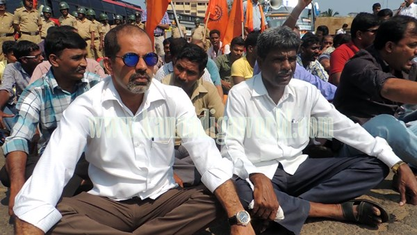 Kundapura_Highway block_Protest (3)