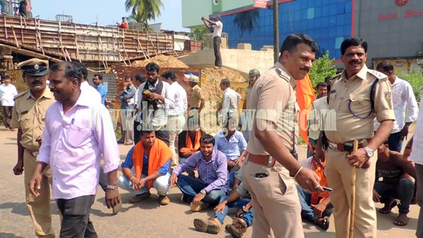 Kundapura_Highway block_Protest (5)