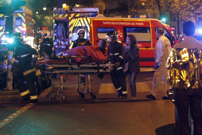 PARIS, FRANCE - NOVEMBER 13:  Medics move a wounded man near the Boulevard des Filles-du-Calvaire after an attack November 13, 2013 in Paris, France. Gunfire and explosions in multiple locations erupted in the French capital with early casualty reports indicating at least 60 dead. (Photo by Thierry Chesnot/Getty Images)