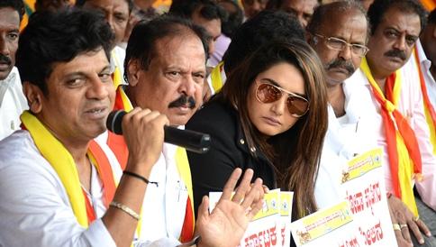 Members of Karnataka Film Chamber of Commerce protest demanding Kalasa Banduri project be started in Bengaluru on Friday.   Pushkar V