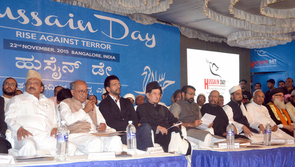 "Digvijaya Singh with Minister Roshan Baig, MLA NA Harris, Bollywood Actor Javed Jaffrey, Syed Kirmani and others seen at the ""Hussain Day"", Rise against Terror convention at Shia graveyard ground, Hosur road, in Bengaluru on Sunday 22nd November 2015 Pics: www.pics4news.com"
