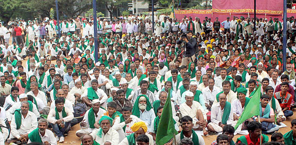 """A protest walk – """"Bengaluru Chalo"""" led by farmers, seers, priests, Islamic law experts and leaders of various kannada support groups at Freedom Park, organised by Mahadayi – Kalasa Banduri Horata Samanvaya Samiti appealing for the implementation of Mahadaayi-kalasa bandoori project and waiving of farmer's loan in Bengaluru on Tuesday Nov 24 2015 - KPN ### Protest by farmers at Freedom Park"""