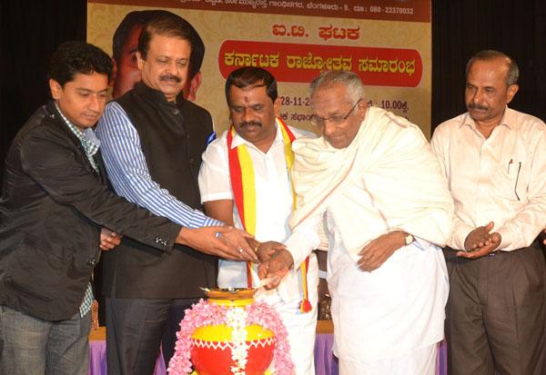 Go Ru Channabasappa with Uday Garudachar, TA Narayana Gowda and others inaugurated the Karnataka Rajyotsava Celebration programme at Yavanika, organised by Karnataka Rakshana Vedike, in Bengaluru on Saturday 28th November 2015 Pics: www.pics4news.com