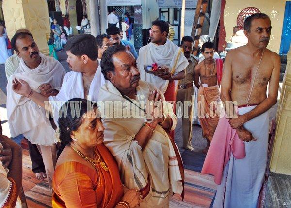 Eshwarappa_Visit_Kolluru Temple
