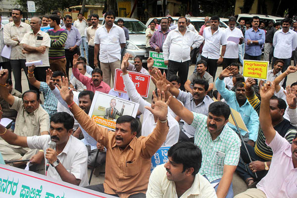 BBMP contract workers stage a protest at BBMP head office, demanding the release of the due amount in Bengaluru on Monday Nov 30 2015 - KPN ### Protest by BBMP contract workers