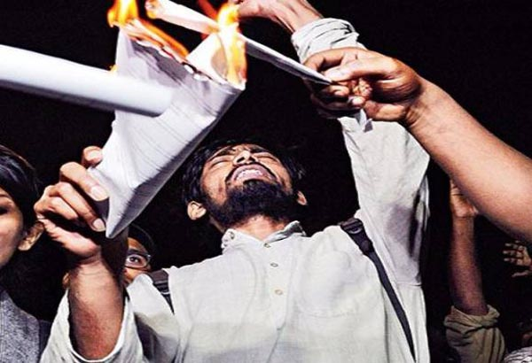 ABVP set ablaze Manusmriti in JNU
