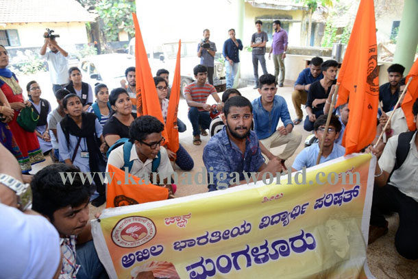 Abvp_protest_pic_5