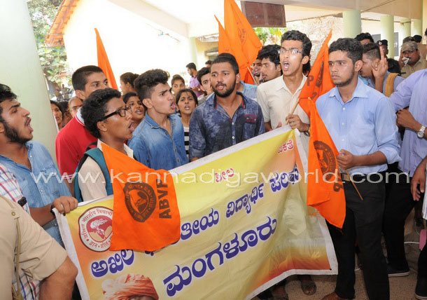 Abvp_protest_pic_6