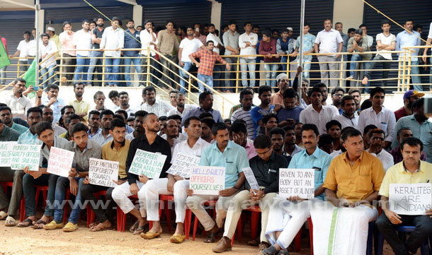 Airport_protest_pic_5