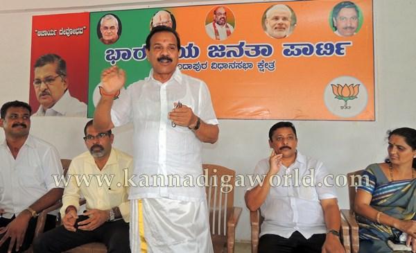 D.Vi. Sadanandagowda_Press Meet_Kndpr (6)