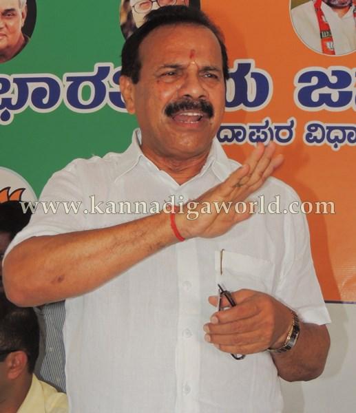D.Vi. Sadanandagowda_Press Meet_Kndpr (7)