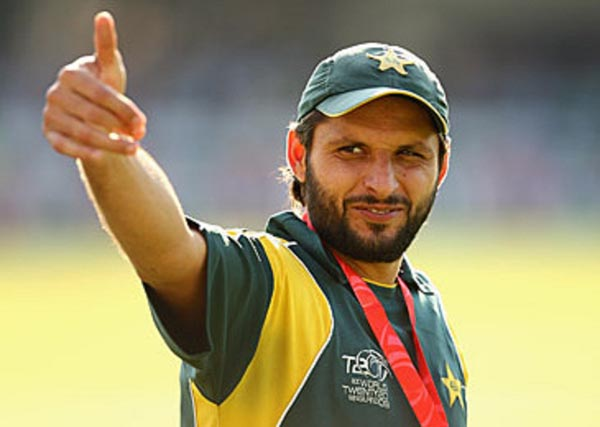 LONDON, ENGLAND - JUNE 21:  Shahid Afridi of Pakistan gives a thumbs up followng his team's victory at the end of the ICC World Twenty20 Final between Pakistan and Sri Lanka at Lord's on June 21, 2009 in London, England.  (Photo by Richard Heathcote/Getty Images) *** Local Caption *** Shahid Afridi