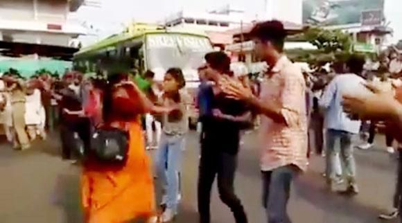 traffic_dance_women_slap