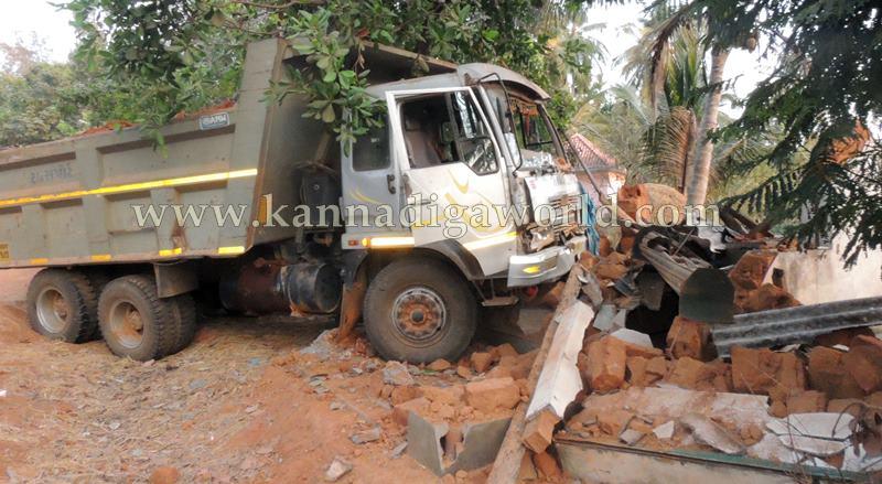 Kundapura_Tipper_Accident (2)