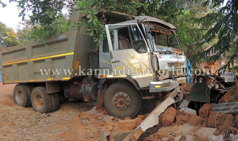 Kundapura_Tipper_Accident (3)