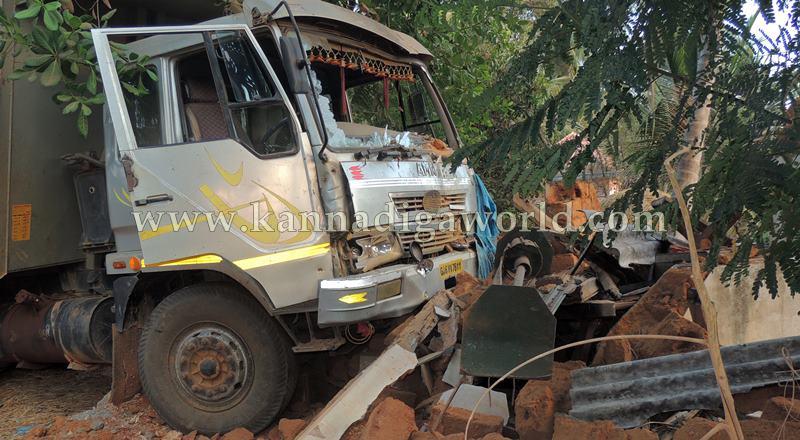Kundapura_Tipper_Accident (4)