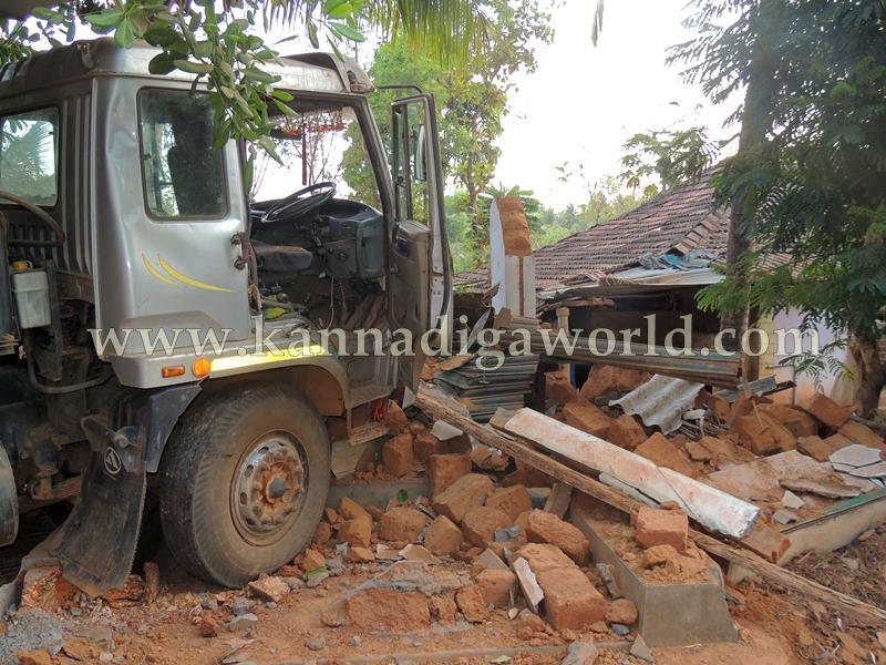 Kundapura_Tipper_Accident (5)