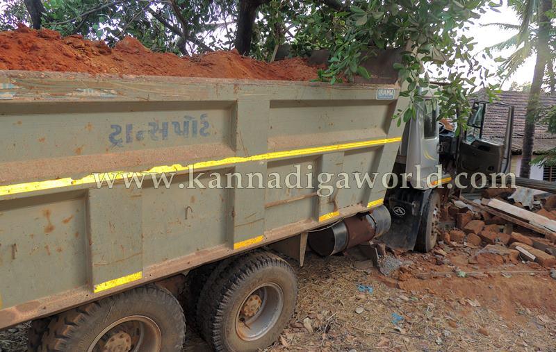 Kundapura_Tipper_Accident (7)