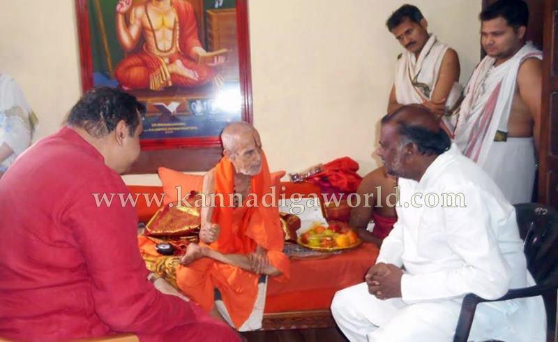 Minister Anjaneya_Pejavara Shree_Meeting (1)