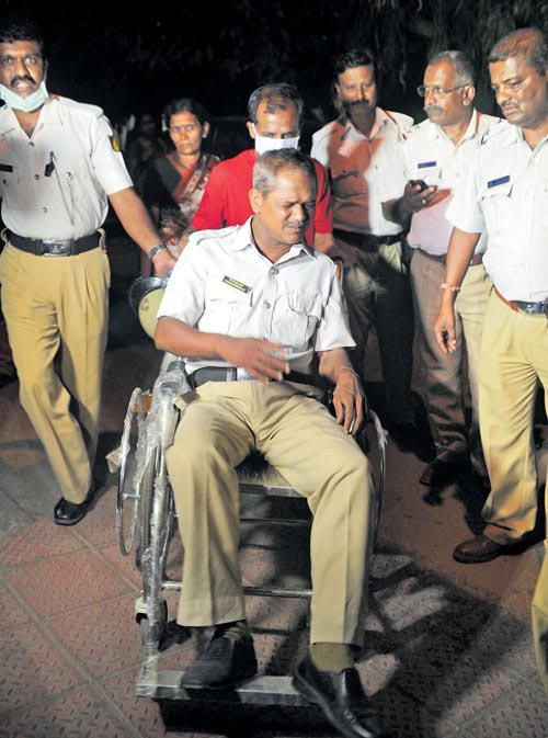 Traffic police Sudheendra N  of Shivajinagara police Station taken to the bowring hospital  as  army officials manhandled the cops on duty for asking fines for traffic voilation at Cubbon road in Bengaluru on Tuesday./PHOTO Kishor Kumar Bolar