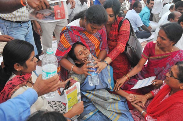 SUJATHA PRINCIAL OF GOVT PUC COLLEGE RAMNAGAR WAS COLLASPED DURING HUNGAR STIKE AND TAKKEN TO HOSPITAL DURING PUC COLLEGE STRIKE AT FREEDOM PARK