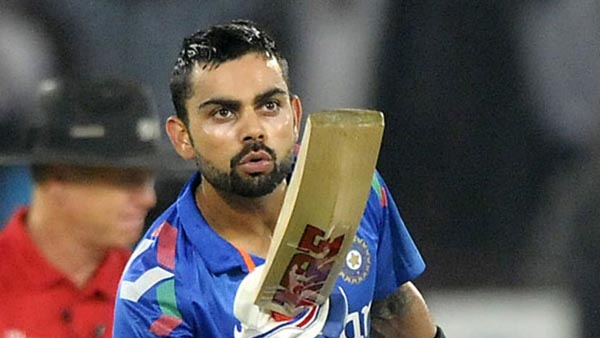 virat-kohli-crowd-kiss
