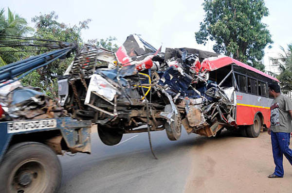A crane tows the remains of KSRTC bus which collided with a tree near Birur in Chikmagalore on Tuesday. 5 people were reported to be dead and 35 were injured. –KPN