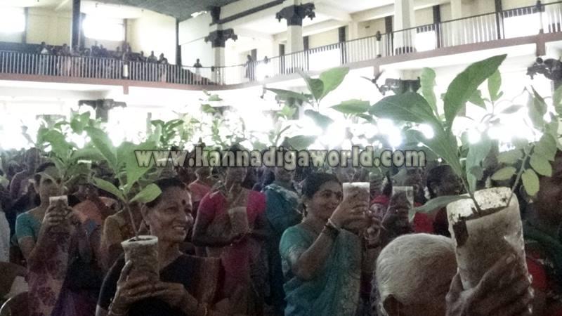Udupi_Pejavara Shri_Sasi Vitarane (10)