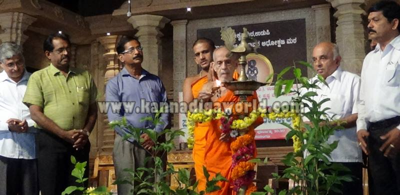 Udupi_Pejavara Shri_Sasi Vitarane (3)