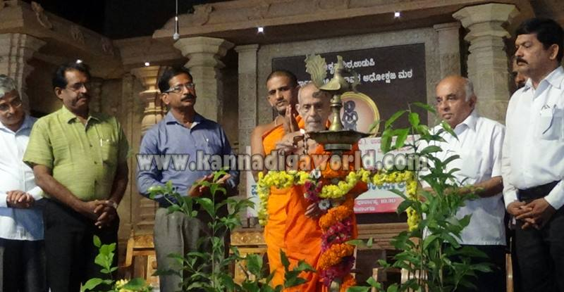 Udupi_Pejavara Shri_Sasi Vitarane (4)