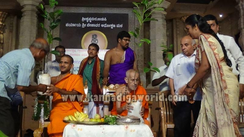 Udupi_Pejavara Shri_Sasi Vitarane (7)