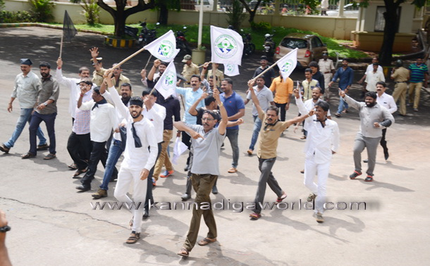twnhal_protest_11