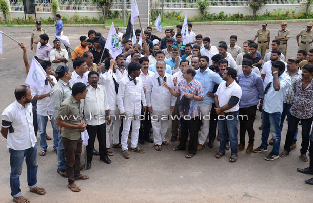 twnhal_protest_2