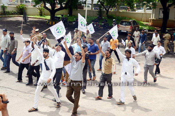twnhal_protest_5