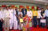 Jayashreekrishna Parisara Premi Samiti presents George Fernandes award on his birth day