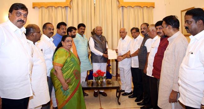 SRI.B.S. YEDIYURAPPA ,BJP PRESIDENT,KARNATAKA & 28 MEMBERS MEETS.  Shri Vajubhai Vala, Governor of Karnataka  at Rajbhavan Bengaluru.