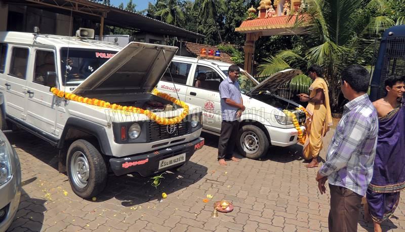 kundapura_aayudha-pooje_police-station-1