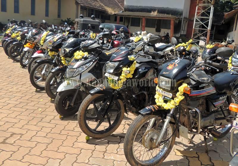 kundapura_aayudha-pooje_police-station-11