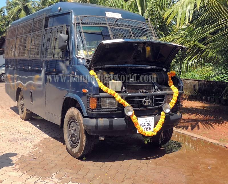 kundapura_aayudha-pooje_police-station-13