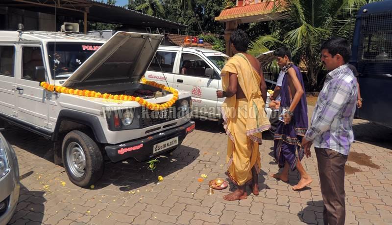 kundapura_aayudha-pooje_police-station-14