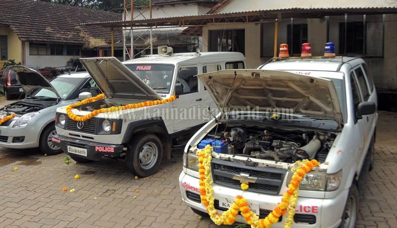 kundapura_aayudha-pooje_police-station-2