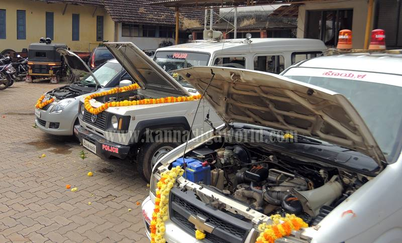 kundapura_aayudha-pooje_police-station-3