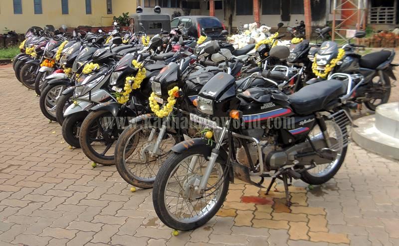 kundapura_aayudha-pooje_police-station-5