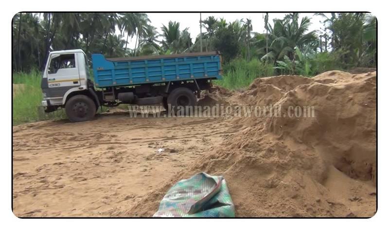 kundapura_nada_illegle-sand-mining-1