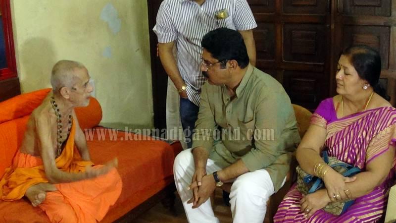 r-ashok_udupi-krishna-temple_visit-1